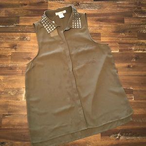 Sleeveless button down olive green blouse